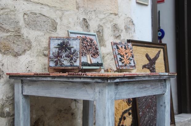 """Hataylı sanatçıdan 3 boyutlu mozaik Mozaik sanatçısı Menel Hüzmeli, geliştirdiği """"3 boyutlu"""" yöntemle yaptığı eserleri Avrupa ve Orta Doğu ülkelerine satıyor"""