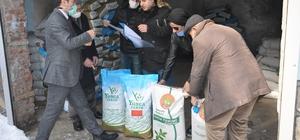 Bulanık'ta çiftçilere yonca tohumu dağıtımı