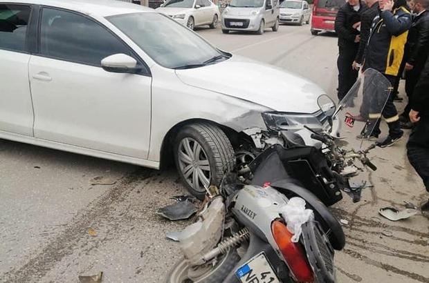 Motosiklet sürücüsü, kaskı sayesinde kazayı hafif yaralı atlattı Otomobil ile çarpışan motosiklet sürücüsü yaralandı