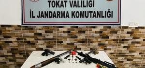 Silahları satamadan yakalandı