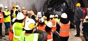 """Narlıdere Metrosunda ilk tünel tamam Soyer: """"Tünelin ucundan ışığı gördük. İlk tünel bitti. Muazzam bir başarı hikayesi"""""""