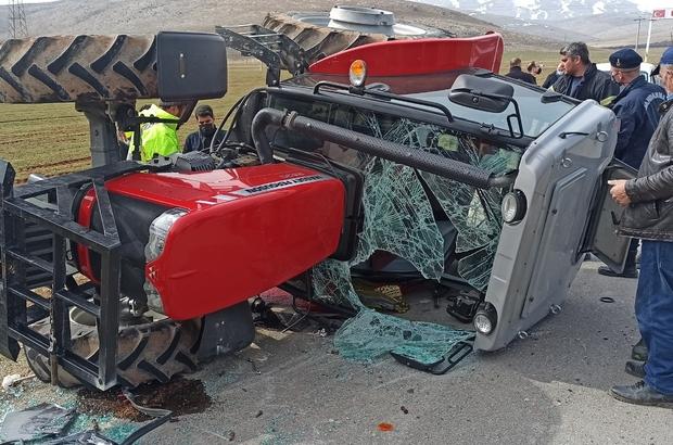 Devrilen traktörün sürücüsü kabin sayesinde hayatta kaldı