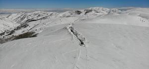Muş'ta 4 metre karla zorlu mücadele Muş'ta 135 köy yolu ulaşıma açıldı