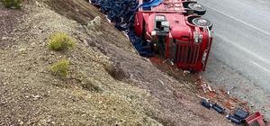 Konya'da kamyon devrildi: 2 yaralı