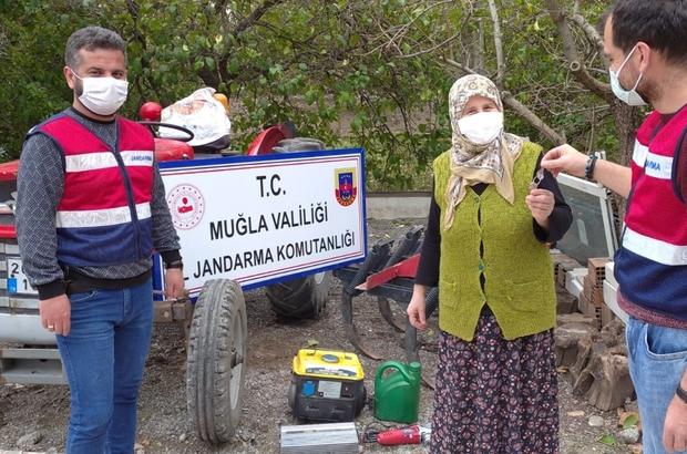 Çalınan traktör ormanlık alanda bulundu Köyceğiz ilçesinde bağ evinden çalınan traktör ormanlık alanda bulundu.