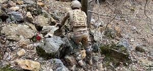 Tunceli'de teröristlere ait iki sığınak imha edildi