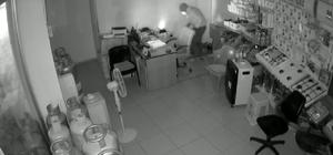Isparta'da hırsızlık şüphelisi tutuklandı Hırsızlık anı güvenlik kamerasına yansıdı