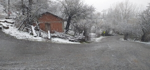Balıkesir'in yüksek kesimlerine kar yağdı