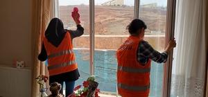 Yahşihan'da belediye ekipleri yaşlıların evlerini temizliyor