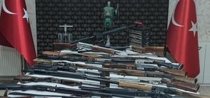 Ağrı'da eş zamanlı silah kaçakçılığı operasyonu