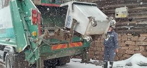 Kepsut'ta kırsal mahallelere kar yağışı devam ediyor