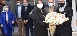 Balıkesir AK Parti'de Uygur'a çiçekli karşılama