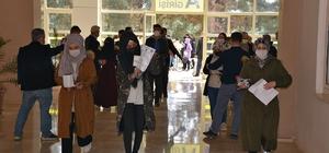 Yabancı uyruklu öğrenciler Şanlıurfa'da ter döktü Yabancı uyruklu 7 bin 900 öğrenci üniversite sınavına girdi