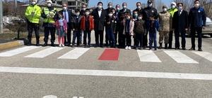 Horasan'da yaya geçitlerinde 'Kırmızı çizgi' etkinliği