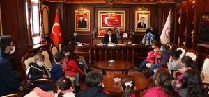 Minik öğrencilerden Başkan Yaşar'a ziyaret