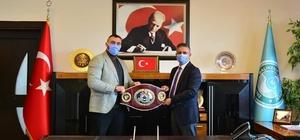 Şampiyon Boksör Demirezen'den Rektör Kuş'a teşekkür ziyareti