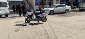 Horasan'da kamyonet motosikletli kuryeye çarptı: 1 yaralı