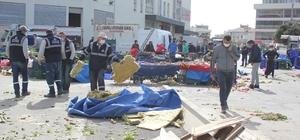 Facianın eşiğinden dönüldü: Fırtına nedeniyle çatı, pazaryerinin üstüne düştü İzmir'de şiddetli fırtına sebebiyle çatı, pazaryerinin üstüne uçtu