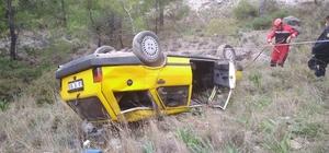 50 metrelik şarampole uçan aracın sürücüsünü itfaiye kurtardı