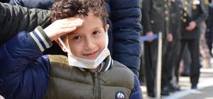 Kayra şehit babasını asker selamı ile uğurladı Şehit Türk Yıldızları pilotu Yüzbaşı Burak Gençcelep'in naaşı memleketi Trabzon'a getirildi