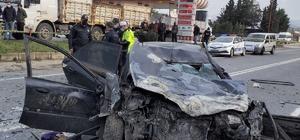 Panelvan ile otomobil kafa kafaya çarpıştı: 2'si çocuk 6 yaralı Kaza anı güvenlik kamerasına yansıdı