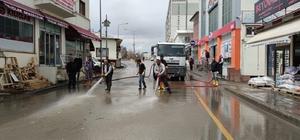 Aşkale'de bahar temizliği Belediye ekipleri sokağa çıkma kısıtlamasında cadde ve sokakları yıkadı