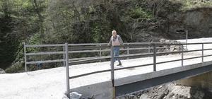 40 yıllık hayali gerçek oldu Ömrünün yarısı köprü beklemekle geçen 80 yaşındaki Şükrü Köksal'ın hayalini Ordu Büyükşehir Belediye Başkanı Dr. Mehmet Hilmi Güler gerçekleştirdi