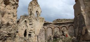 Bana Katedrali ilgi bekliyor Penek Kalesi bölgenin en önemli tarihi eserlerinden olmasına rağmen ilgisizlikten yok olmak üzere