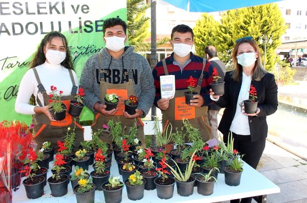 Yetiştirdikleri çiçekler öğrencilerin bütçesine katkı sağlayacak Mersin'de tarım lisesi öğrencileri, yetiştirdikleri süs bitkilerini görücüye çıkardı
