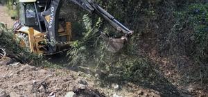 Muğla'da 800 kilometre dere temizliği yapıldı Muğla Büyükşehir Belediyesi MUSKİ Genel Müdürlüğü ekipleri il genelinde sürdürdüğü çalışmalar kapsamında 2014 yılından bu yana yaklaşık 800 bin metre dere temizliği yaptı.