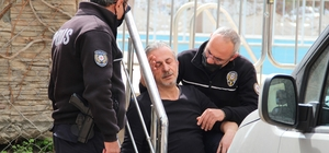 Dumandan etkilenip fenalaşan kalp hastasına ilk müdahale polisten Fenalaşan ev sahibinin yanından polis biran olsun ayrılmadı, ilk müdahaleyi yaptı