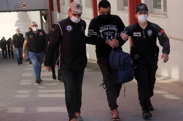 DEAŞ'ın sözde dış güvenlik sorumlusu Adana'da tutuklandı Adana'da terör örgütü DEAŞ'a yönelik yapılan operasyonda gözaltına alınan 7 zanlıdan 2'si tutuklandı Tutuklanan zanlılardan birinin Musul'da terör örgütünün dış güvenlik sorumlusu emiri olduğu ve Türkiye, Suriye ile Avrupa'daki DEAŞ'lı örgüt liderleriyle irtibatları sağladığı öne sürüldü