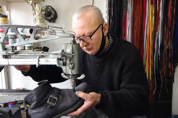 Pandemi ayakkabı tamircilerinin de işlerini sekteye uğrattı Pandemiden dolayı sokağa çıkma kısıtlaması ayakkabı tamircilerinin işini yarı yarıya azalttı