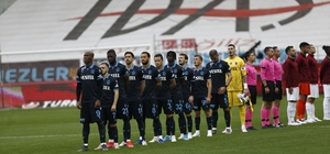 Süper Lig: Trabzonspor: 1 - Hatayspor: 0 (İlk yarı)