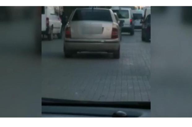 Polis müşteri gibi davranıp korsan taksiciyi yakaladı Adana'da trafik polisleri müşteri kimliğinde korsan taksiciyi yakalarken o anlar saniye saniye görüntülendi