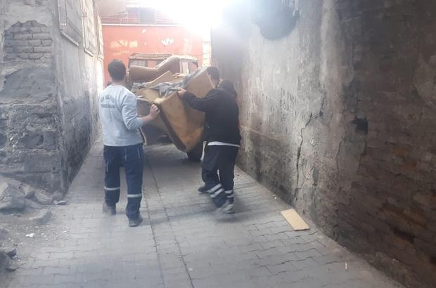 Sur'da bir evde 5 traktör çöp çıktı