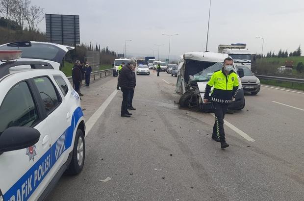 Otobanda hafriyat kamyonuna minibüs arkadan çarptı: 1 yaralı