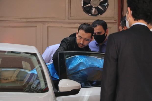 Demir bebek hastaneye götürülürken kazada öldü Otopsi yapılan minik Demir'i, babası kucağında taşıdı