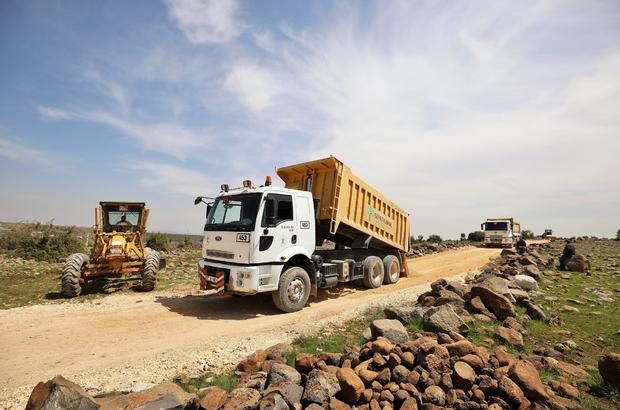Şehitkamil'de açılan arazi yollarında mıcır dökülüyor