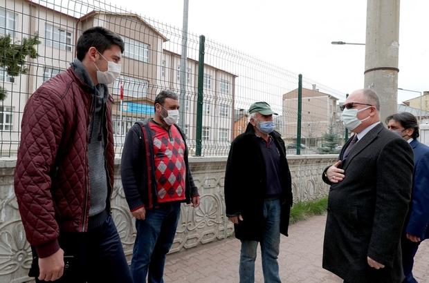 Mahalle mahalle geziyor, halkın sorun ve taleplerini dinliyor Sivas Belediye Başkanı Hilmi Bilgin kentte bulunan mahalleleri ziyaret ederek vatandaşın talep ve sorunlarını yerinde dinliyor