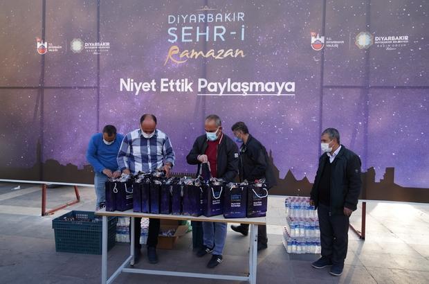 Diyarbakır Büyükşehir Belediyesi her gün 3 bin kişiye iftarlık dağıtıyor
