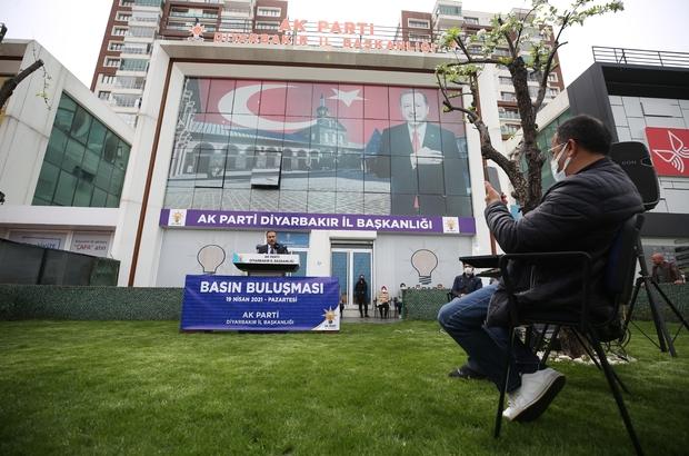Diyarbakır'a tramvay ve yeni üniversite müjdesi AK Parti Diyarbakır İl Başkanı Muhammed Şerif Aydın: ''14 kilometrelik hat üzerinde 23 istasyondan oluşan tramvay projesi ihaleye çıkacak'' ''Surkent Vakıf Üniversitesi için girişimlere başlandı''