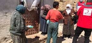 Şaphane'de Türk Kızılayı köylerde ihtiyaç sahibi ailelere ulaşıyor