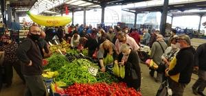 Türkiye'de Covid-19 birincisi Çanakkale'deki halk pazarında kurallar hiçe sayıldı