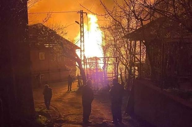 Kastamonu'da 4 ev alevlere teslim oldu, anne ve kızı feci şekilde can verdi