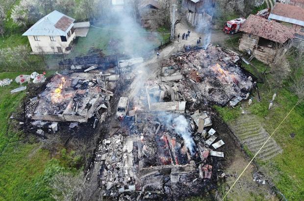 2 kişinin öldüğü, 3 evin yandığı yangının boyutu gün ağarınca ortaya çıktı 2 kişinin ölümüne neden olan yangın yeri, drone ile havadan görüntülendi