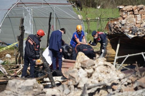 """Kastamonu'da yangında hayatlarını kaybedenler enkaz altından çıkartıldı Kastamonu Valisi Avni Çakır: """"190 bin elektrik tesisatı uygun olmayan binamız bulunuyor"""""""