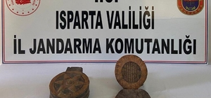 Isparta'da ceylan derisine İbranice yazılı 1500 yıllık Tevrat ele geçirildi