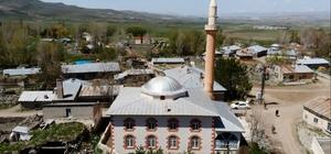 """Ermeniler bu camide 587 kişiyi diri diri yaktı """"İçeridekilerin feryatları yan köylerden duyulmuş"""" """"Türkler onlara büyük fedakarlıklar yapmış ama onlar zalim çıkmış"""" """"Kız çocuklarını çiviyle duvara asmışlar"""""""