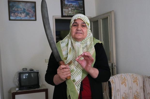 """Anneye zırhlı tehdit: """"Ev giderse seni kıyma yaparım"""" Adana'da 56 yaşındaki Fatma Nazlı ikinci evliliğini yaptığı kocasını kaybettikten sonra bağlanan ölüm aylığı, vasi ve boşanma davasından sonra kesilince perişan oldu SGK'dan """"yersiz ödeme"""" adıyla borç gönderilen kadın bu yüzden de öz evladı tarafından darp edildi Eve 50 santimetrelik zırh alan oğlunun, """"Bu borç yüzünden ev elinden giderse senin kıymanı yapacağım"""" dediğini ileri süren Nazlı, çaresiz kaldığını ne yapacağını bilmediğini söyledi"""
